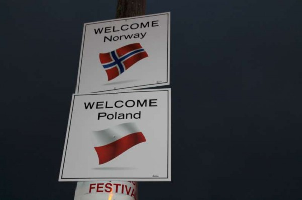 7Welcoming Signs on approach roads 2014 -800