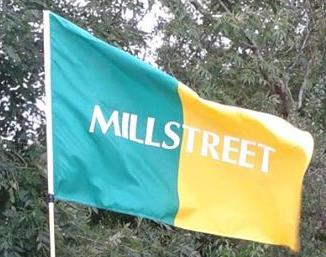 2014-08-26 Gillian McCarthy's Millstreet Green and Gold Flag flying high
