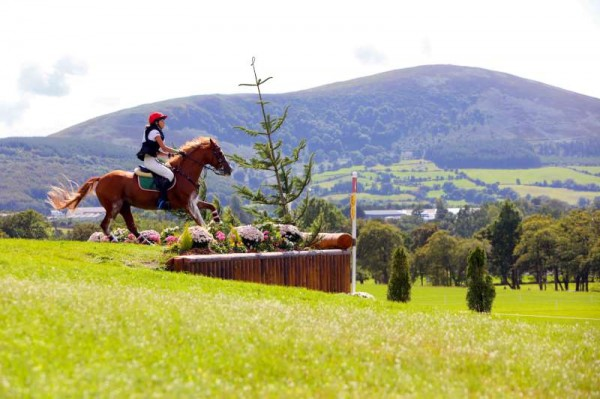 We extend sincere thanks to Denis O'Regan (pictured below) for sharing truly superb images of both the Juggling and Pony Events.  Click on the pictures to enlarge.  (S.R.)