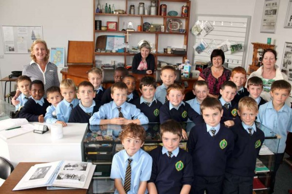 We were delighted to welcome the wonderfully enthusiastic Second Class pupils from Scoil Mhuire, Millstreet BNS at Millstreet Museum on Friday accompanied by Ms Norma Buckley and Mrs. Veronica Twomey.  The Tour lasted one hour and we listened to the most interesting questions and heard some fascinating facts from the very attentive children.   We thank Mary Cronin for the beautiful flowers and  many thanks to Mary Kelleher for helping us to prepare for the visit.  Click on the images to enlarge.  (S.R.)
