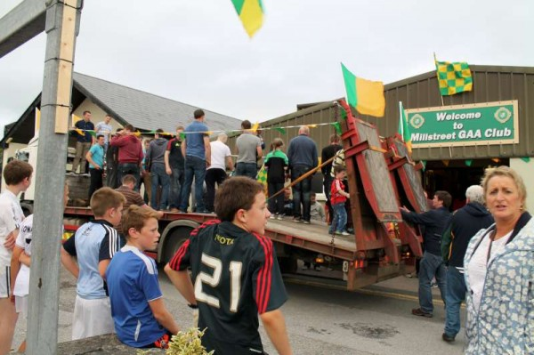 35Victory Parade for Millstreet Football Champions 2014 -800
