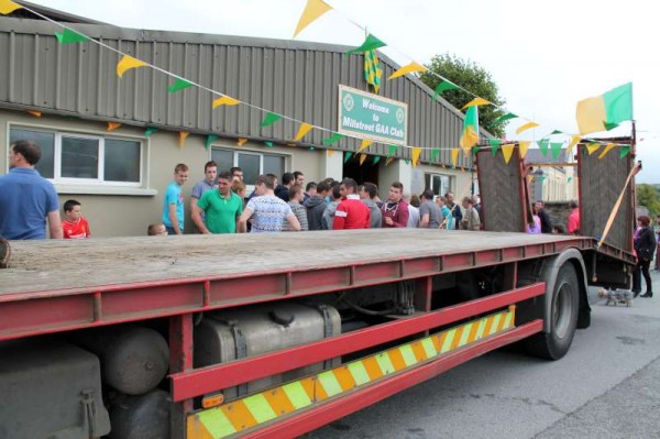 46Victory Parade for Millstreet Football Champions 2014 -800