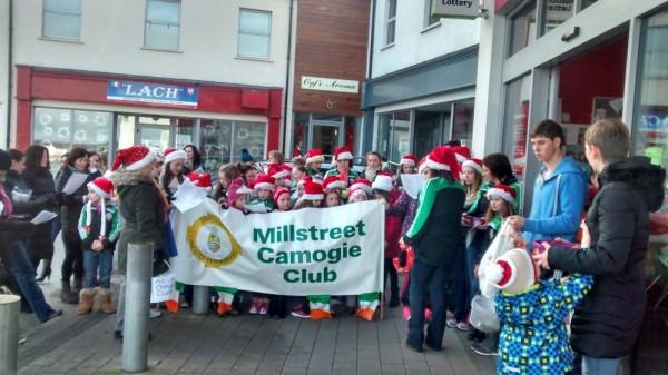 2014-12-20 Millstreet Camogie Club singing Christmas Carols outside SuperValu 01