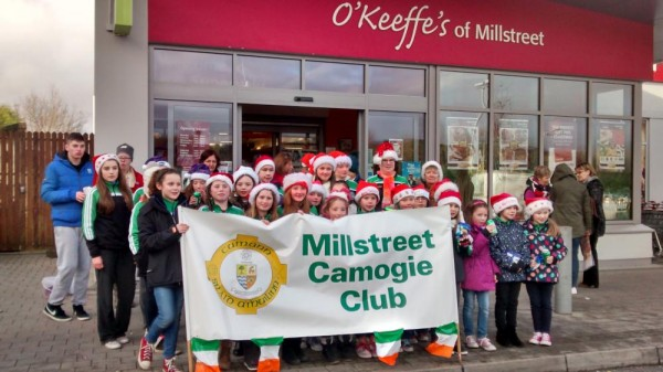 2014-12-20 Millstreet Camogie Club singing Christmas Carols outside SuperValu 02