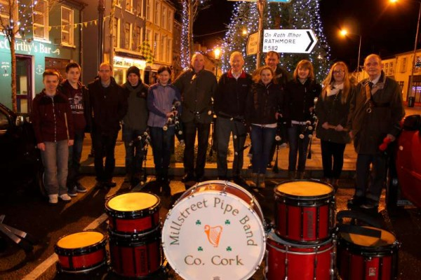 7Millstreet Pipe Band welcomes 2015 -800