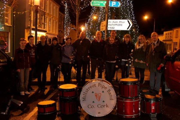 8Millstreet Pipe Band welcomes 2015 -800