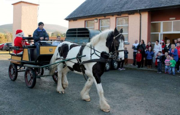 Horsepower provided by Declan Barrett for the arrival of Santa to a great welcome in Aubane, Millstreet on Sunday afternoon.  Lots more pictures later.  Click on the image to enlarge.  (S.R.)