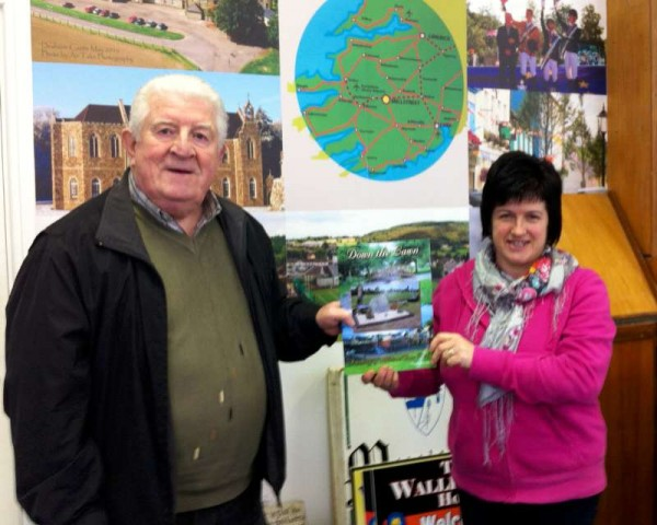 Billy O'Gorman, Administrator Supreme of www.boherbue.com visited Millstreet Museum on Tuesday, 27th Jan. 2015.  Pictured here with Mary Cronin of Millstreet Museum/Tourist Information Centre.  Click on the images to enlarge.  (S.R.)