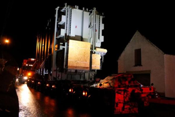 29Abnormal Load Makes Progress 27 Feb. 2015 -800