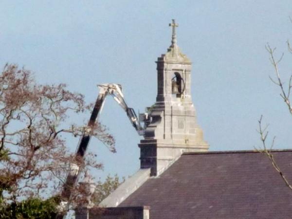 1Hoist at St.Patrick's Church, Millstreet  8th April 2015 -800
