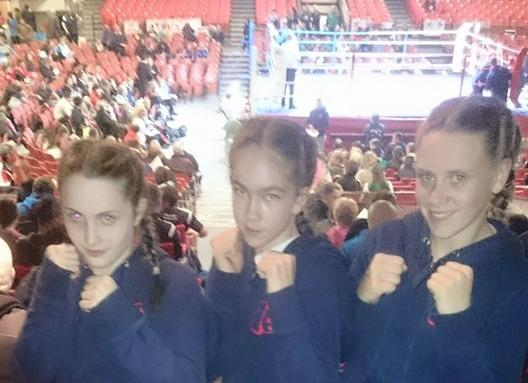 2015-05-08 Linda Desmond, Megan Lehane, and Chloé Barrett at the All Ireland Girls Boxing Finals
