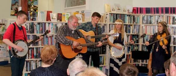 4Petersens Bluegrass Group perform at Millstreet Library 2015 -800