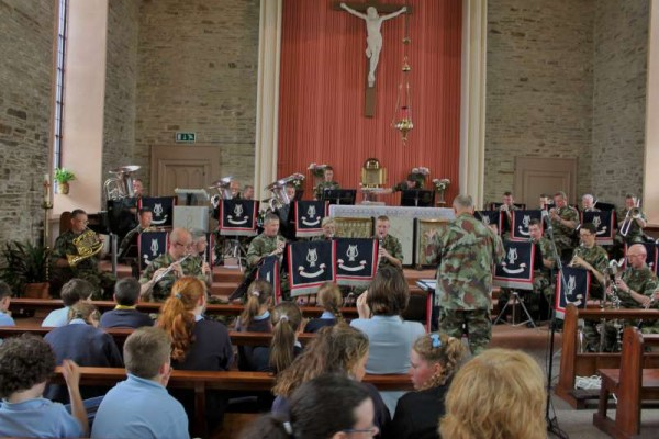 Preceding the raising of the Flag the Army Band presented a magnificent concert at Derrinagree Church where two very generous cheques were also given to special Guests from Marymount Hospice and from the Alzheimers Society of Ireland.