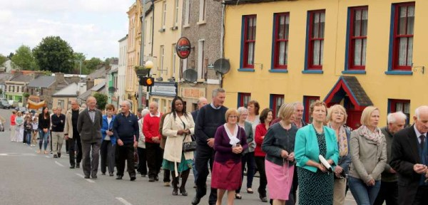 We share the first section of our feature on this year's annual Corpus Christi Procession in Millstreet which was blessed with excellent weather.  Click on the images to enlarge.  (S.R.)