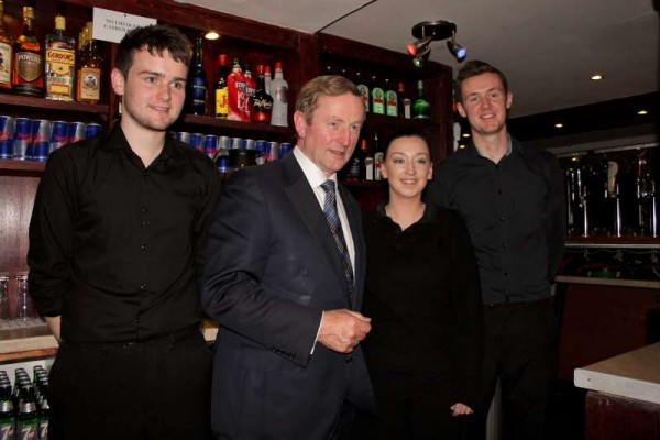 Taoiseach Enda Kenny with members of Wallis Arms Staff.