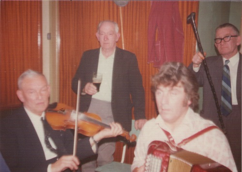 1975 in the Wallis Arms Millstreet - Gerry Kavanagh playing the fiddle, Kevin McDermott playing accordion - Watched by Paddy Cronin and Pinker Cronin