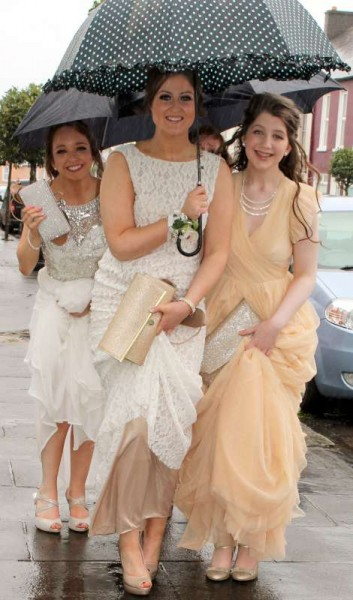 Despite the rather inclement weather the enthusiastic young people were in wonderful spirits as they arrived at the coaches before leaving for their Debs Ball in Cork.  Click on the images to enlarge.  (S.R.)