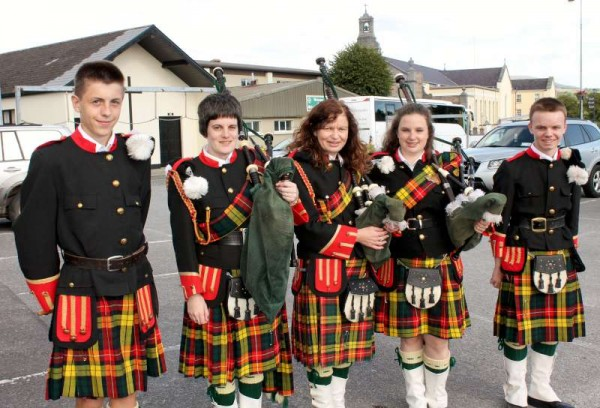 2Millstreet Pipe Band preparing for Rose of Tralee 2015 -800