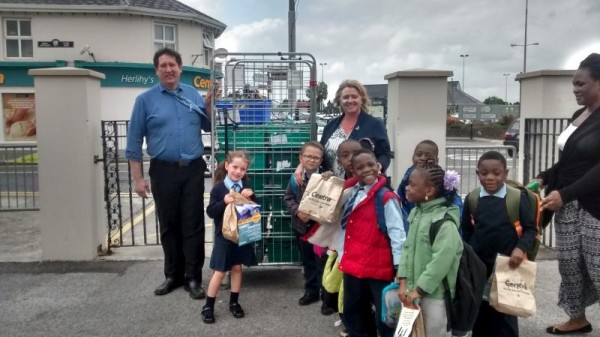 2015-09-09 Receiving the Welcome back to school bags from Herlihy Centra