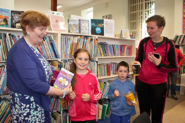 3Certificate Presentation of Summer Reading at Library 2015 -600