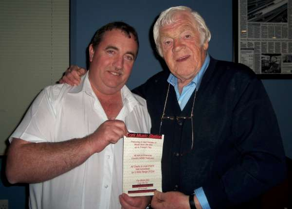 William Fitzgerald, Coordinator of Cork Music Station pictured with Big Tim McBride. William always feature the great songs of Big Tom in his programme. We can feel assured that one and more tracks will be included in his programme from Portugal at 2pm today - 22nd September 2015. Click on the images to enlarge. (S.R.)