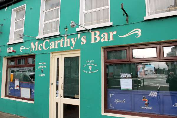 2015 11 05 049-600 McCarthy's Bar, in the Square Millstreet