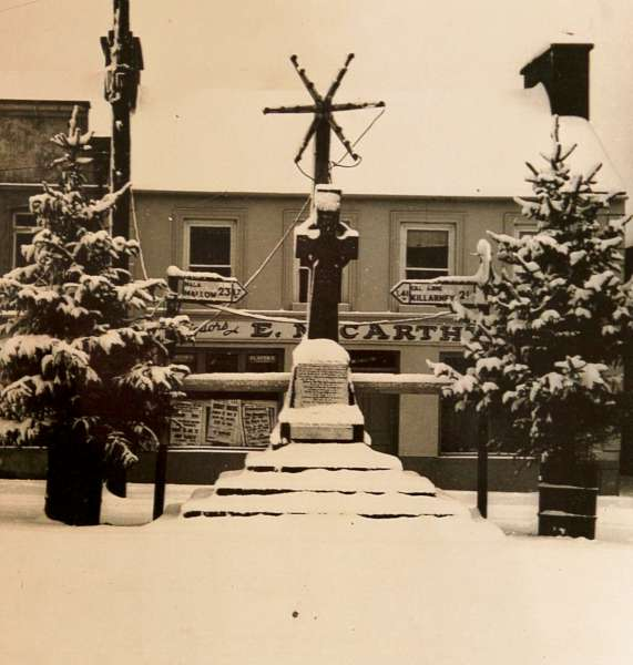 2Jerry Lehane's Snow Pics of Bygone Square -600
