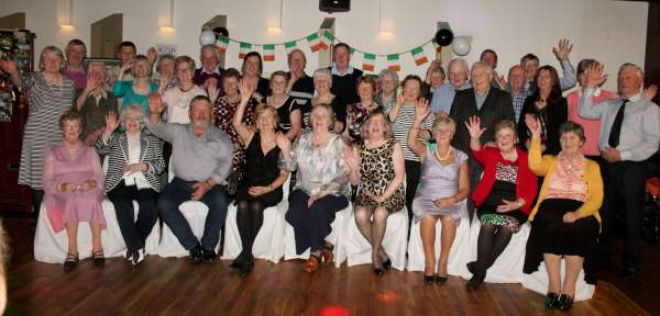 A royal wave to our Pommerit le Vicomte Friends from the many people present at the 30th Anniversary Celebrations at the Wallis Arms Hotel on Sat. 7th Nov. 2015. Click on the images to enlarge. (S.R.)