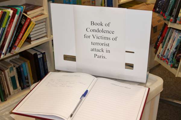 2Book of Condolence for Paris 2015 -600