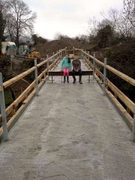 12Construction of the Boeing Walk Bridge 2015 -600