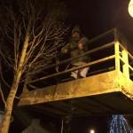 2015-12-01 Putting up the Christmas Lights 1603 - Nicola up high