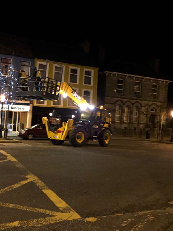 2015-12-01 Putting up the Christmas Lights 1651