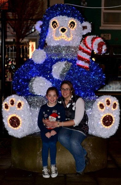 2015-12-04 Mag, Michelle & The Bear in the Square !.-800