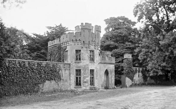 1909 Drishane Gate 02