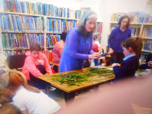 4St. Brigid Crosses Workshop at Library 2016 -600