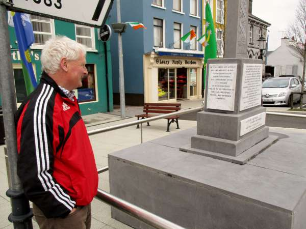 Denis Hickey observes the two new plaques now in place at the National Monument in The Square. All is now in readiness for today's truly historic commemoration in Millstreet when 1916 will be remembered in a very special manner. Click on the images to enlarge. (S.R.)