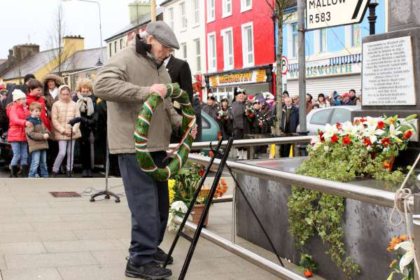 Tadhg Crowley lays the Easter Wreath on all our behalf honouring the heroes of 1916. Blessed with a blue sky and sunshine MC supreme, Jerry Lehane expressed his delight at the tremendous success of the occasion and extend sincere thanks to All especially Tom Meany who delivered the excellent keynote address. Click on the many images to enlarge. (S.R.)