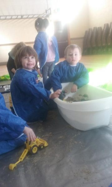 2016-04-19 Messy Hands at Millstreet Parent and Toddler Gtoup 095715-800