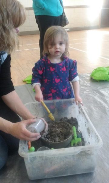 2016-04-19 Messy Hands at Millstreet Parent and Toddler Gtoup 100934-800