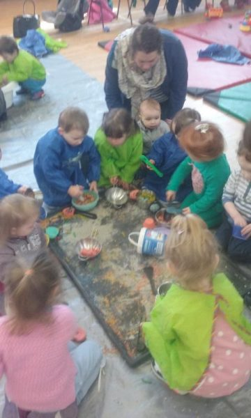 2016-04-19 Messy Hands at Millstreet Parent and Toddler Gtoup 102956-800