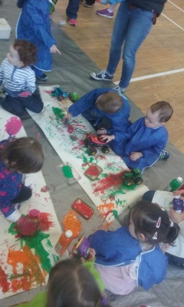 2016-04-19 Messy Hands at Millstreet Parent and Toddler Gtoup 104238-800