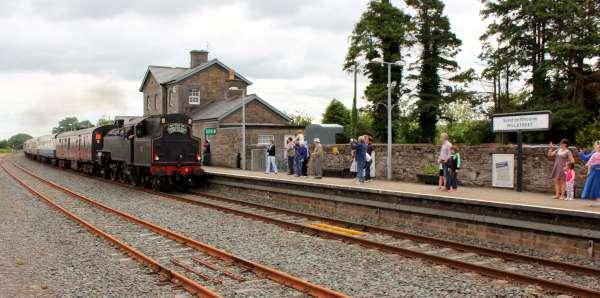 16Emerald Isle Explorer Steam Train in Millstreet 2016 -600