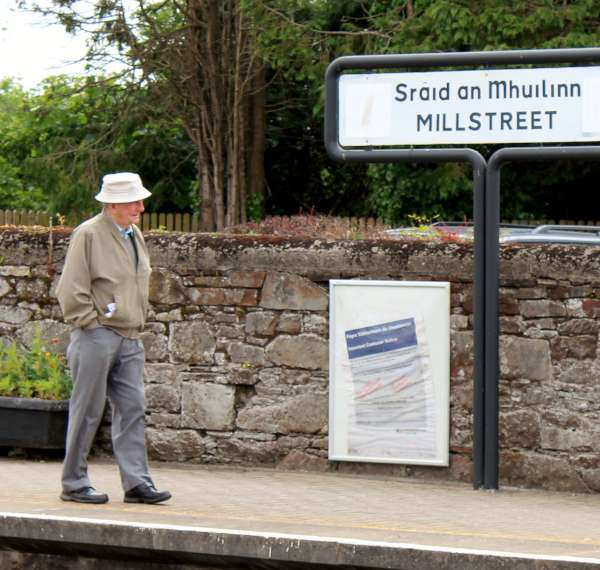 32Emerald Isle Explorer Steam Train in Millstreet 2016 -600