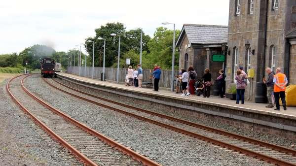 9Emerald Isle Explorer Steam Train in Millstreet 2016 -600