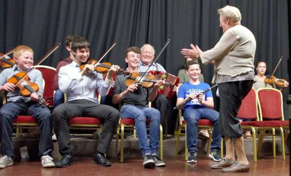 Tuesday night session in Bruach na Carraige with Jack Roche & Ceoltoiri Sliabh Luachra. This group have been invited to play on the Gig Rig at All Ireland Fleadh in Ennis on Saturday 20th at 6pm.