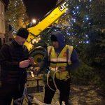 2016-11-25-putting-up-the-christmas-lights-02
