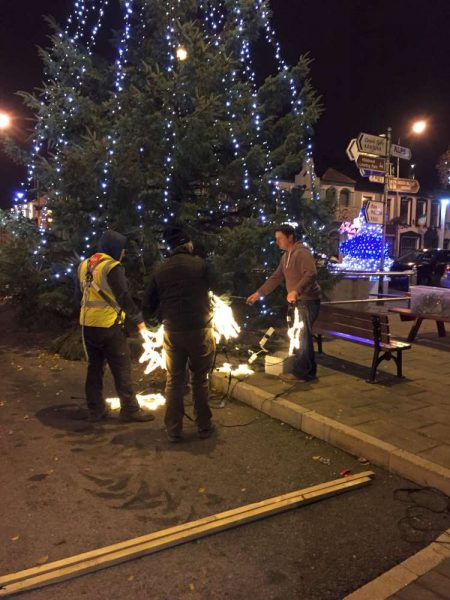 2016-11-25-putting-up-the-christmas-lights-03