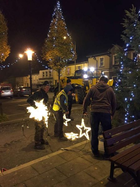 2016-11-25-putting-up-the-christmas-lights-04
