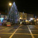 2016-11-25-putting-up-the-christmas-lights-11